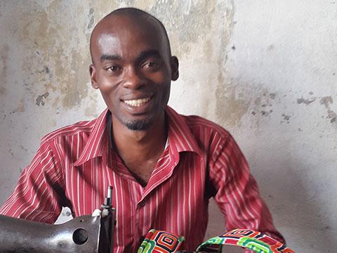 Kitenge african print bag tailor in Tanzania Issa