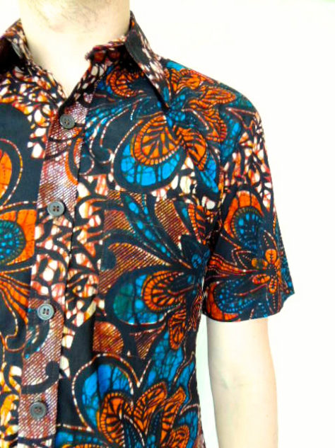 Men's red blue African print short sleeve shirt model wearing pocket close up